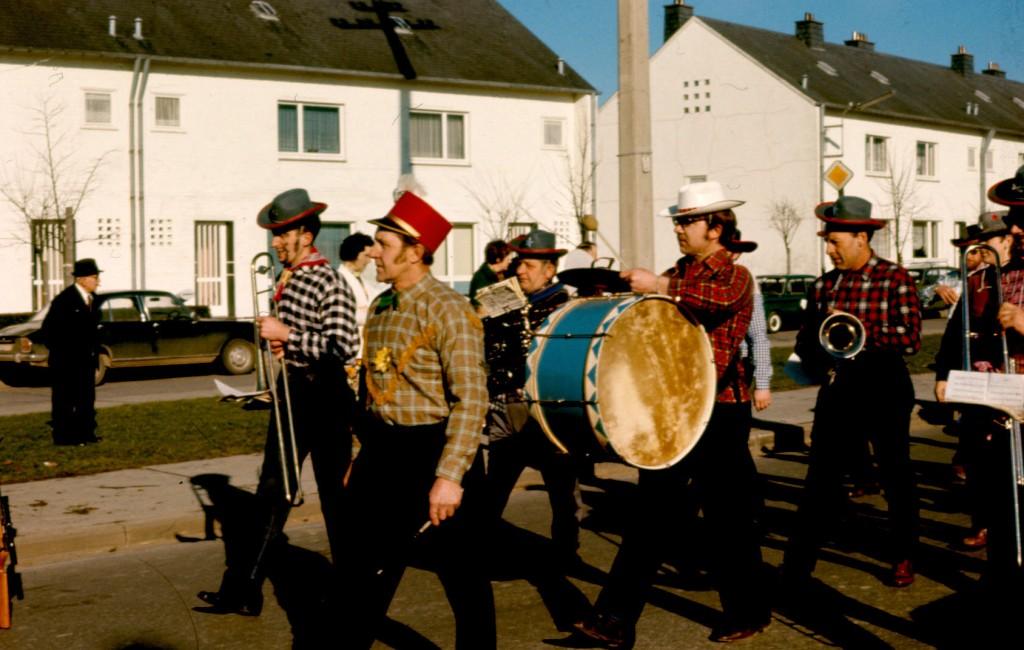1970 Musikverein beim Karneval 1970er Jahre mit Dirigent Leo Lentzen in St.Vith